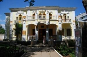 """История Сакского музея ведет свое начало с мая 1955г. Это был первый в Советском Союзе """"курортный"""" музей, и действовал он на общественных началах."""